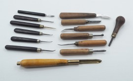 GOOD SELECTION OF ENGRAVERS TOOLS